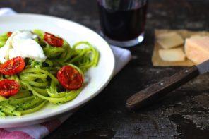 Pesto di spinacini con pomodorini confit e mozzarella di bufala